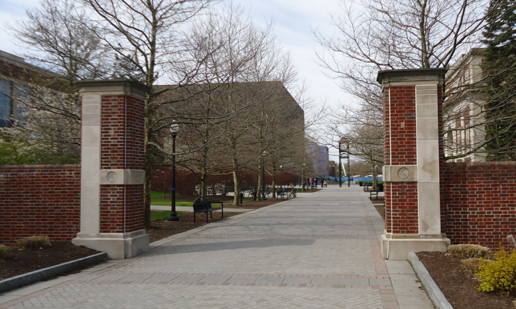 Campus_view_walkway_towards_Commons_at_the_University_of_Rochester