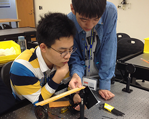 Students work together in a lab